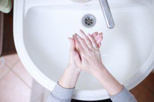 Γιατί το πλύσιμο των χεριών μπορεί να επιβραδύνει μια επιδημία