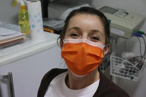 Πώς να φορέσετε και να αφαιρέσετε μια μάσκα προσώπου